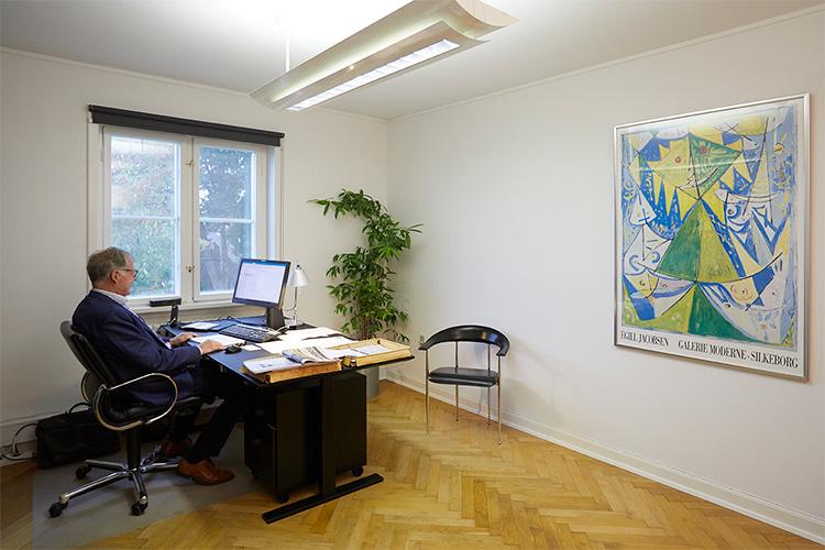 Tage Affertsholt der er grundlægger af 3A Business Consulting, har de sidste 4 år haft sin daglig gang på Kontoruniverset.