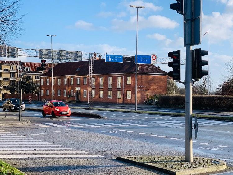 Selvom Kontoruniverset ligger i AarhusC er der en dejlig stor have på bagsiden af bygningen