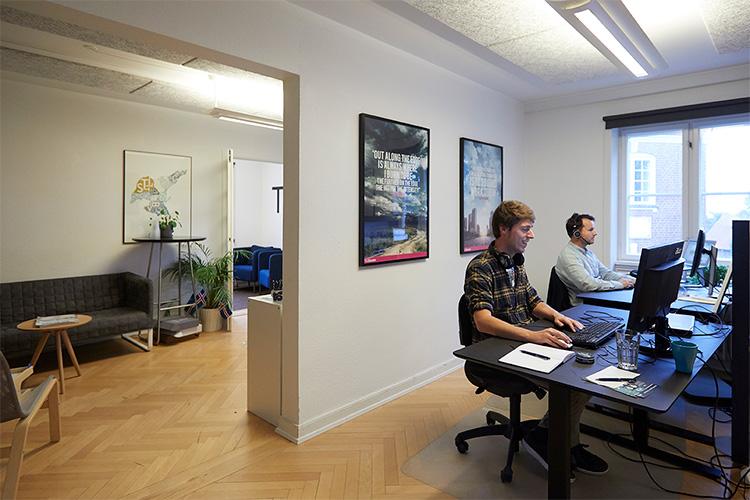 Hos Kontoruniverset er der mulighed for individuel indretning. Dette giver stor fleksibelt for den enkle virksomhed i kontorfællesskabet.